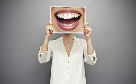 3 sfaturi pentru a vindeca sangerarea gingiilor