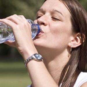 Adevarul despre apa! Cat de multa apa ai nevoie sa bei pe zi in functie de greutatea ta
