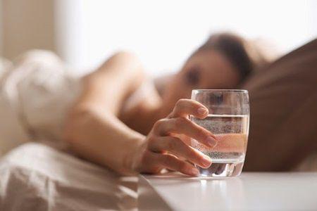 Ce se intampla atunci cand bei apa imediat dupa ce te ridici din pat. Vei ramane mut de uimire...
