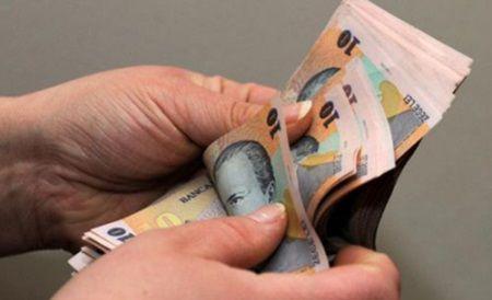 100 de euro pentru elevii care nu au absente la scoala
