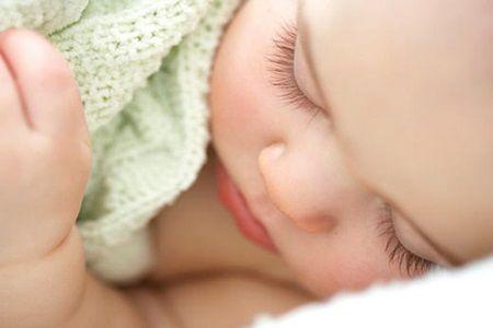 O mama si-a lasat bebelusul sa doarma, dar apoi a filmat ceva de-a dreptul neasteptat! Nimeni nu si-a putut imagina asa ceva!
