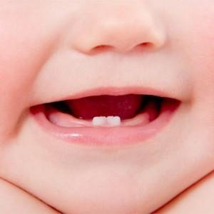 Sfatul specialistului: Cum putem proteja cavitatea bucala a bebelusilor