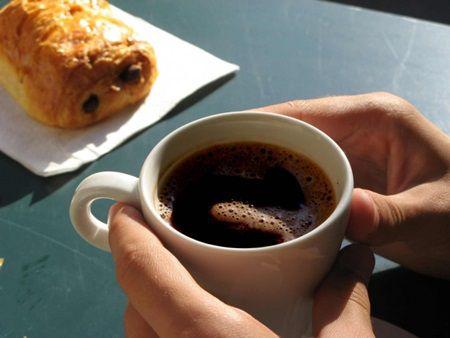 Ce se intampla atunci cand bei cafea pe stomacul gol? Raspunsul este foarte important