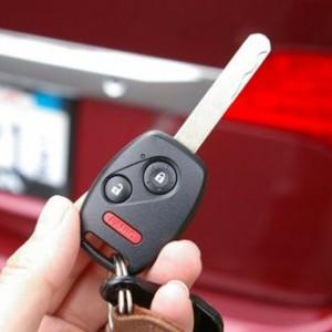 Cum iti salveaza viata cheile de la masina. Stiai ca le poti folosi pentru asta?