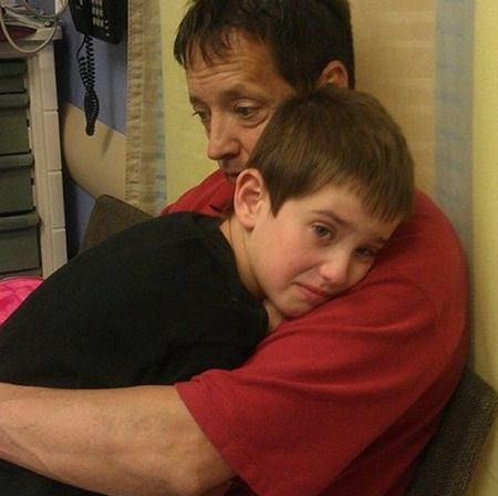 La cinci luni dupa moartea fiului sau, tatal a descoperit ceva care a facut sa planga o tara intreaga
