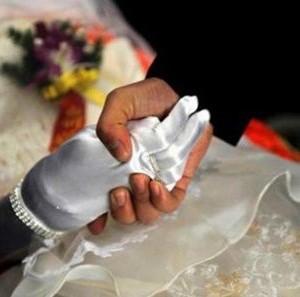 O familie si-a casatorit fiul mort, iar petrecerea a costat 25.000 de euro! Cum arata mireasa?