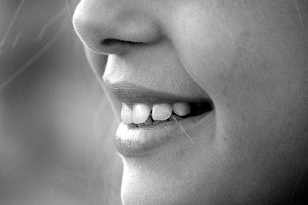 Sapte obiceiuri la care sa renuntati pentru a avea dantura perfecta