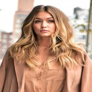 5 tinute marca Gigi Hadid de copiat in aceasta primavara-vara
