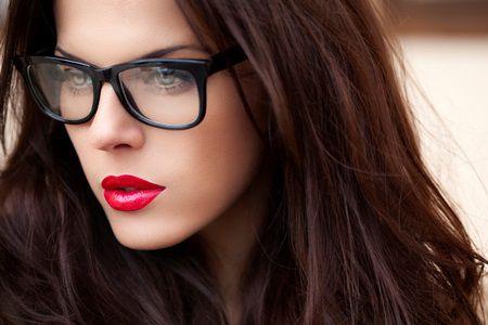Machiaj modern pentru miresele cu ochelari
