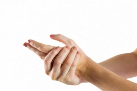 maini amortite M am trezit noaptea cu mainile amortite si abia le puteam misca. Ce mi a spus doctorul cand am mers de frica la control