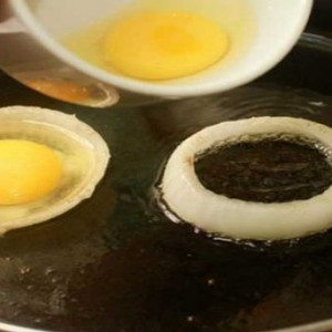 Trucul care nu da gres niciodata: Vezi cum se prajeste perfect ouale fierte