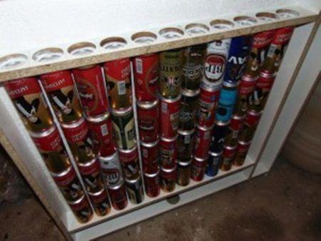 Barbatul asta isi incalzeste casa cu cutii de bere. Uite cum reuseste sa faca acest lucru