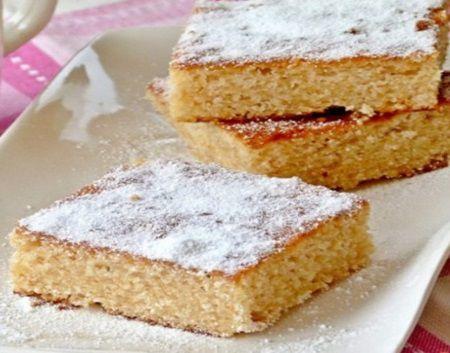 Pentru iubitorii de deserturi rapide si usoare: prajitura usoara cu mere rase