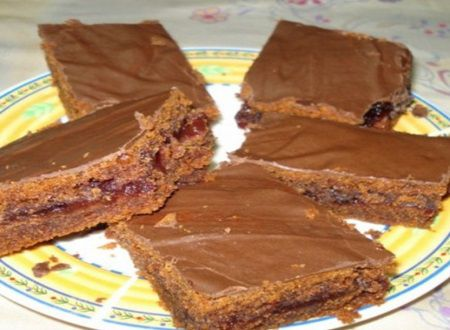 Gustoasa si usoara: prajitura cu ciocolata si gem are un gust absolut divin