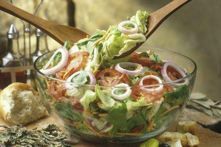 Tii cura de slabire? Vezi ce sosuri pentru salate nu ingrasa!