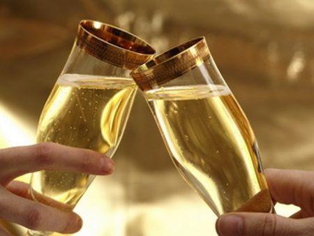 De ce se bea sampanie de Anul Nou? Raspunsul la care nu a stiut nimeni sa raspunda