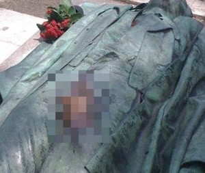 Mii de femei vin la cimitir si ating aceasta statuie ACOLO! Uite ce cred fetele ca se intampla daca faci asta