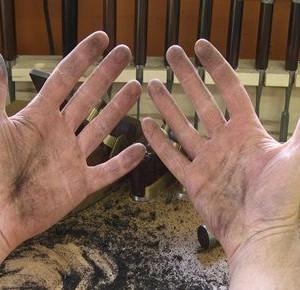 """Un baiat a mers la un interviu de angajare, iar directorul i-a spus: """"Arata-mi mainile"""". Ce a urmat a impresionat o lume intreaga"""