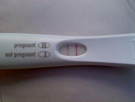 Un barbat si-a facut un test de sarcina, in gluma. Rezultatul i-a salvat viata