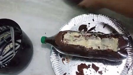 Tort din ciocolata in sticla din Coca-Cola