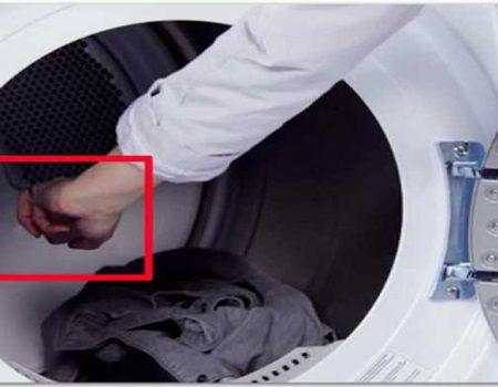Aceasta femeie a pus ceva in masina de spalat si a scos hainele calcate. Iata un truc foarte utile pentru gospodine